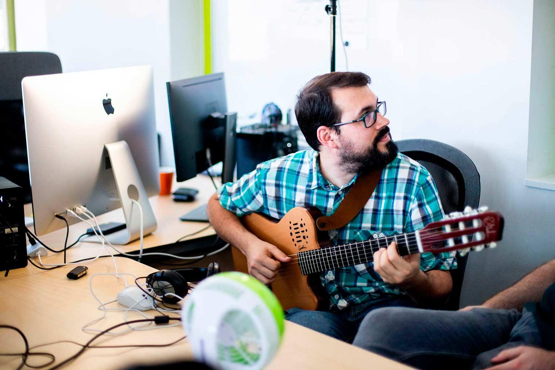 Víctor M. - Transcripteurs de musique professionnels